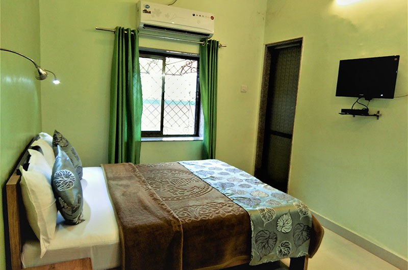 Forest Eco Lodge - Deluxe Double Room9
